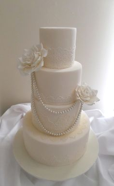 Chic wedding cake created by Villa Chateau