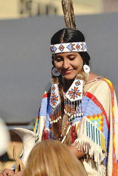 Evergreen Native American Survival Skills - The Apache Foot . Native American Actors, Native American Regalia, Native American Pictures, Native American Beauty, Native American History, American Indians, Princesa India, Navajo, American Indian Girl