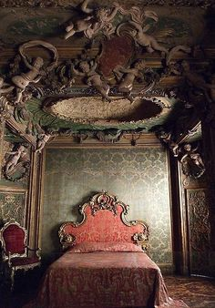 love this style of furniture (baroque or rococo? I'm not good at pinning that down for furniture yet). A bit too fancy for everyday use. Old Buildings, Abandoned Buildings, Abandoned Places, Decoration Baroque, Victorian Bedroom, Victorian Parlor, Victorian Houses, Abandoned Mansions, Old Houses