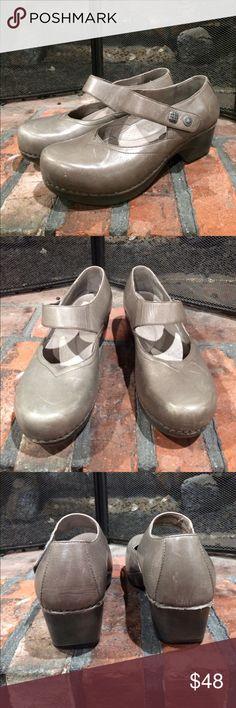 Dansko Gray Tandy style clogs size 38 Dansko Gray Tandy style clogs size 38.  Light gray leather upper with Velcro closure strap.  Super comfortable.  Minor scuff at toe. Minimal wear. Dansko Shoes Mules & Clogs
