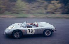Heinrich Walter (Porsche 718 RSK) 1000 Km du Nürburgring 1962 - Carros e Pilotos. Sports Car Racing, Sport Cars, Race Cars, Auto Racing, Porsche 911 Rsr, Vintage Porsche, Vintage Cars, Vintage Auto, Le Mans