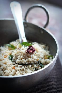 'Pepper Garlic Rice', quick and easy South Indian recipe using leftovers rice!