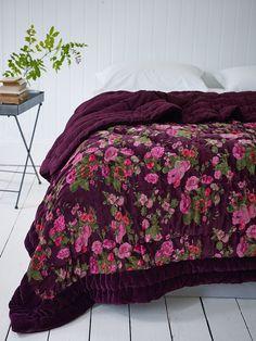<3 Wild Rose Velvet Kingsize Quilt - plum