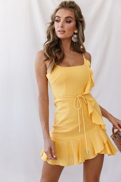 Hart Flowy Chiffon Mini Dress Yellow - Hart Flowy Chiffon Mini Dress Yellow Source by - Yellow Dress Casual, Yellow Dress Summer, Summer Dresses, Party Dresses, Cute Yellow Dresses, Frill Dress, Belted Shirt Dress, Chiffon Dress, Smock Dress