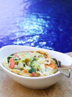 Hämmentäjä: Balinese food: Cap Cay Ayam, mixed vegetables and chicken.  Balilainen ruoka: Cap Cay Ayam, kanaa ja kasviksia