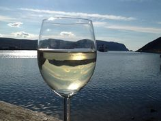 White Wine, Norway, Alcoholic Drinks, Glass, Liquor Drinks, Drinkware, White Wines, Alcoholic Beverages, Alcohol