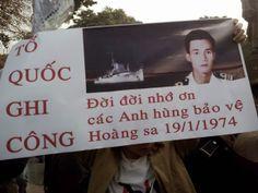 Video và hình ảnh - Tưởng niệm 40 năm ngày Trung Quốc xâm chiếm Hoàng Sa tại Hà Nội 19/1/2014 - Tin Tức Hàng Ngày