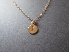Collana monogramma d'oro più insignificanti  di RobynDesigned, $19,00