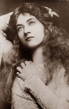Maude Fealy, actress.