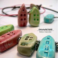 _innacreo_ / _malé domčeky_na krk, ruku (polymér)