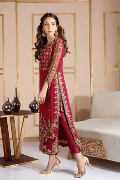 Exceptional maxi dresses are readily available on our internet site. Take a look and you will not be sorry you did. Pakistani Fashion Party Wear, Pakistani Formal Dresses, Shadi Dresses, Pakistani Wedding Outfits, Pakistani Dress Design, Pakistani Dresses Online, Pakistani Bridal Wear, Wedding Hijab, Bridal Outfits