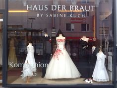 Wunderschönes #Brautkleid mir roten Akzenten, dazu können wir Ihre Schuhe rot färben