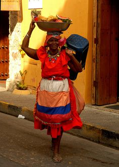 Cartagena de las Indias, chiquita banana is alive and well! Colombian People, Colombian Culture, Colombian Art, We Are The World, Countries Of The World, People Around The World, Wonders Of The World, Around The Worlds, Central America