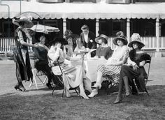 Fashion at Royal Ascot, 1921 (b/w photo) #EasyNip