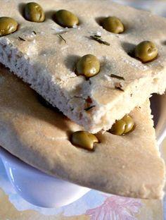 Focaccia alle olive preparata con la pasta madre