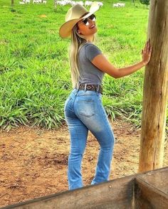 Country Girl Outfits, Sexy Cowgirl Outfits, Cute Country Girl, Country Women, Cow Girl, Vaquera Sexy, Moda Country, Country Music, Rodeo Girls