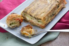 Lo sformato di verdure è un piatto semplice e sfizioso da preparare, con tante verdure e formaggio che si trasformano in un piatto golosissimo!