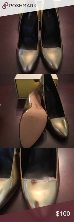 🍷🍹Kate Spade Gold Heels - Size 7 Gold heels. Dance the night away in these beautiful heels by Saturday Kate Spade. Kate Spade Shoes Heels