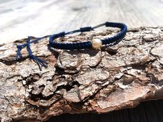Makramee Armband mit Mallorca-Perle in dunkelblau elegant | Etsy Elegant, Handmade Bracelets, Friendship Bracelets, Vintage, Etsy, Jewelry, Conch Shells, Lead Glass, Handmade Gifts