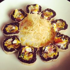 Charlie Roll: kani, tuna, cucumber, red onion, cream cheese, black rice, mango sauce, soy paper, fried yuca #sushi #teak #redbank #rbflavour #delicious