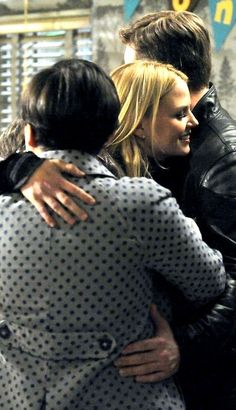 OUAT - Emma and her parents in upcoming finale episode