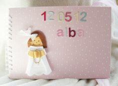 Álbum Primera Comunión Albita. Álbum en rosa de topos blancos con nombre y fecha de Primera Comunión.