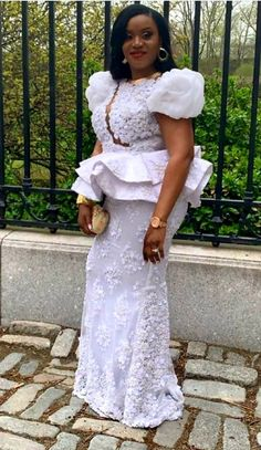 Latest Aso Ebi Styles creative Aso Ebi Styles To Check out African Lace Styles, Latest African Fashion Dresses, African Dresses For Women, African Print Fashion, African Wedding Attire, African Attire, Nigerian Lace Dress, African Fashion Traditional, African Print Dress Designs