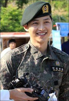 Lingy& Soul Searching: Song Joong Ki& out from duty and back . Song Joong Ki, Song Hye Kyo, My First Crush, I Have A Crush, Having A Crush, Descendants, Yoo Jae Suk, Drama 2016, Jin Goo