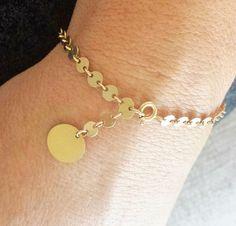 Delicate Bracelet // Gold Filled Bracelet // Dangle Disc Bracelet // Everyday Bracelet // Layering Bracelet // Modern Gold Bracelet by ransomjewelry on Etsy