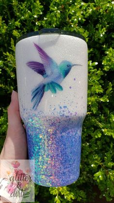 Diy Tumblers, Custom Tumblers, Cricut Tutorials, Cricut Ideas, Hummingbird Colors, Tumbler Designs, Glitter Cups, Diy Crafts For Gifts, Cup Design