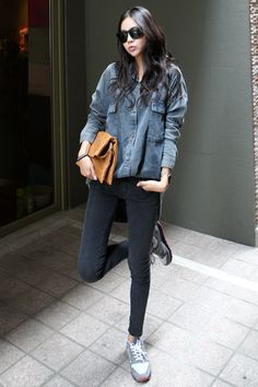 oversized denim button down + skinny jeans + New Balance sneakers : Asian