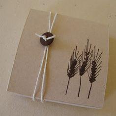 Per Comunione o Cresima, scatola portaconfetti in cartoncini Kraft, timbro Impronte d'Autore, tutto disponibile nello shop Artare Cerimonia....