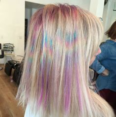 This tie-dye hair dye job is totally mesmerizing. This tie-dye hair dye job is totally mesmerizing. Pink Blonde Hair, Blue Ombre Hair, Dyed Hair Pastel, Color Your Hair, Hair Dye Colors, Baby Girl Hairstyles, Cool Hairstyles, Tie Dye Tips, Tie Dye Hair
