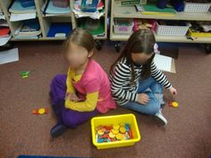 Students sit back to back with the box of pattern blocks in the middle of them. One student makes a design using 4 or 5 pattern blocks. Then, that student tries to explain to his/her partner what the design looks like and the partner tries to create the e 3rd Grade Classroom, 1st Grade Math, Kindergarten Math, School Classroom, Classroom Ideas, Student Teaching, Teacher Education, Teaching Ideas, Math Resources