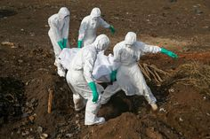 Health workers bury a body in Sierra Leone Ebola crisis: Reporting from the frontline in Sierra Leone International Health, New Africa, Africa News, Spiegel Online, Biggest Fears, Influenza, Bill Gates, Congo, Weekend Is Over