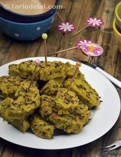 Mooli Muthia ( Non- Fried Snacks ) Steam Recipes, Veg Recipes, Curry Recipes, Indian Food Recipes, Vegetarian Recipes, Snack Recipes, Cooking Recipes, Indian Snacks, Recipies
