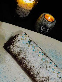 Le repas de Noël approche, bien sûr la bûche sera de la partie. Je vous propose de découvrir cette recette vraiment rapide, facile à réaliser, sans produits laitiers et sans gluten mais surtout cette bûche est tellement légère…et si vous aimez la crème de marron, ce dessert est pour vous. Je dois vous avouer, je fais ce gâteau toute l'année, impossible d'attendre Noël !