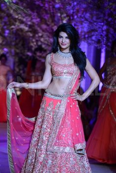 Jacqueline Fernandez walks for Jyotsna Tiwari at the Aamby Valley IBFW 2013 | PINKVILLA