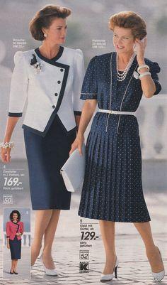 Retro Fashion 80s, Vintage Fashion, Classic Fashion, Dress Outfits, Fashion Dresses, Suits For Women, Ladies Suits, Fashion Catalogue, Chanel