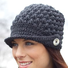 Sport that cool, vintage look with this sharp peaked cap, made with Patons Canadiana yarn. Crochet Newsboy Hat, Crochet Cap, Crochet Scarves, Free Crochet, Knitted Hats, Hats For Cancer Patients, Crochet Hat For Women, Peaked Cap, Diy Scarf