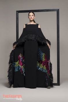 Isabel Sanchis 2019 Spring Evening Collection – The FashionBrides Queen Fashion, Couture Fashion, Boho Fashion, Fashion Design, Couture Dresses, Fashion Dresses, Kaftan, Maxi Styles, Blouse Styles