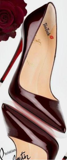 Christian Louboutin OFF!>> Color this love! Christian Louboutin Heels, Louboutin Shoes, Christian Dior, Unique Shoes, Cute Shoes, Me Too Shoes, Stiletto Shoes, Pumps Heels, High Heels