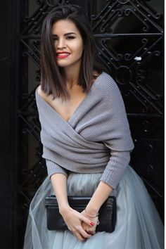 Grey wrap sweater, grey tulle skirt, black clutch, red lipstick and red nails. I love the wrap sweater! Look Fashion, Fashion Beauty, Winter Fashion, Latest Fashion, Dance Fashion, 50 Fashion, Fashion Trends, Fashion Styles, Mode Chic