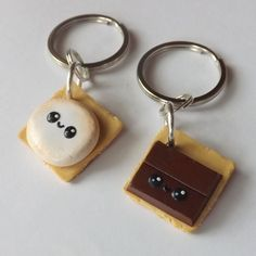 Best Friend Keychains Smores BFF Polymer by PitterPatterPolymer Bff Necklaces, Best Friend Necklaces, Best Friend Jewelry, Best Friend Gifts, Gifts For Friends, Cute Polymer Clay, Polymer Clay Projects, Polymer Clay Charms, Clay Crafts