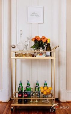 Bar Cart Ideas - There are some cool bar cart ideas which can be used to create a bar cart that suits your space. Having a bar cart offers lots of benefits. This bar cart can be used to turn your empty living room corner into the life of the party. Diy Bar Cart, Gold Bar Cart, Bar Cart Styling, Bar Cart Decor, Outside Bars, Home Modern, Modern Bar, Cool Ideas, Bar Furniture