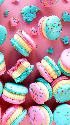 """Cake Batter Macarons-Cake Batter Macarons Because cake batt.-Cake Batter Macarons-Cake Batter Macarons Because cake batter > everything. -""""> Cake Batter Macarons-Cake Batter Macarons Because cake batter > everything. Bonbons Pastel, Macaron Dessert, Macaroon Wallpaper, Cute Food Wallpaper, Cake Wallpaper, Pastel Wallpaper, Kreative Desserts, Macaroon Recipes, Rainbow Food"""