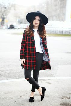 <3 Outfit: black skinny jeans, white tee, denim shirt and patterned coat