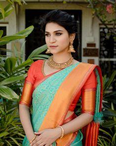 South Indian Bride Saree, Indian Bridal Sarees, Indian Silk Sarees, Indian Bridal Fashion, Half Saree Designs, Fancy Blouse Designs, Saree Blouse Designs, Dress Indian Style, Indian Dresses