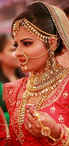 Looking for an elegant and flawless wedding day look? Runa Ikhlas Bridal Hair and Makeup Artist creates this iconic look that will remain timeless on any bride. Bengali Bride, Bengali Wedding, Indian Bridal, Rajasthani Bride, Best Bridal Makeup, Bridal Hair And Makeup, Wedding Makeup, Wedding Attire, Wedding Bride