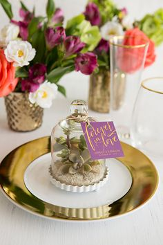 32 Gorgeous Cloche and Bell Jar Ideas for Weddings ~ we ♥ this! moncheribridals.com  #weddingfavor #weddingcloche #weddingbelljar